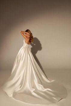 Wedding Beauty, Wedding Bride, Wedding Gowns, Pretty Wedding Dresses, Bridal Dresses, Poses, Couture Dresses, Dream Dress, Party