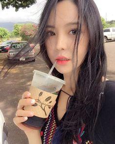 Instagram의 유지연님: 알로하  커피커피  흠 날씨도좋고 햇빛도 좋고 #커피갤러리#하와이맛집 #셀스타그램#셀카 #얼스타그램#selfie #하와이#하와이여행 #좋아요