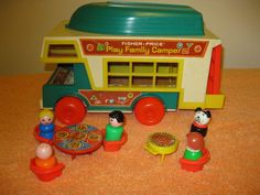 VINTAGE FISHER PRICE LITTLE PEOPLE PLAY FAMILY CAMPER # 994