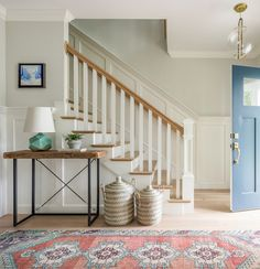 Jamie Keskin Design (House of Turquoise) House Of Turquoise, White Staircase, Staircase Design, Wainscoting Styles, Wainscoting Height, Wood Front Doors, Residential Interior Design, Eclectic Design, Country Style Homes