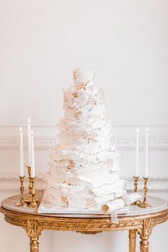 Pure romance that will make you weak in the knees due to its endless, soft modern romance wedding inspiration overload. Luxury Wedding Cake, Elegant Wedding Cakes, Wedding Cake Designs, Cake Frame, London Cake, Wedding Cake Flavors, Strictly Weddings, Cinderella Wedding, Cake Trends