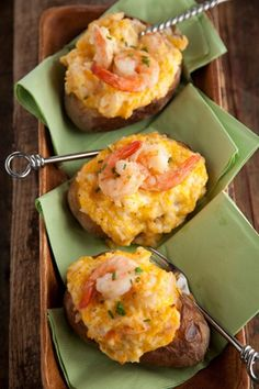 Pumpkin Dessert Bars - Recipes, Dinner Ideas, Healthy Recipes & Food Guide The Deen Bros Bobby's Lighter Spicy Shrimp Stuffed Potatoes Under. Think Food, I Love Food, Good Food, Yummy Food, Tasty, Seafood Dishes, Seafood Recipes, Cooking Recipes, Cooking Tips