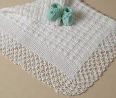 Esta manta para bebê foi confeccionada em tricô com o barrado em crochê. É um trabalho muito delicado, mas ao mesmo tempo muito fácil. Use uma lã específica para trabalhos destinados aos bebês, a m…