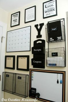 Awesome Ideas for DIY Family Command Centers (so, who is in charge today?) Home organizing ideas, family organizing ideas