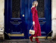 Súmate a la tendencia monocromática y apuesta por tonos vibrantes como el rojo para robar miradas durante esta temporada. En www.harpersbazaar.mx. te decimos cómo lograrlo con éxito. #BazaarMx #ThinkingFashion #HarpersBazaarMx  via HARPER'S BAZAAR MEXICO MAGAZINE OFFICIAL INSTAGRAM - Fashion Campaigns  Haute Couture  Advertising  Editorial Photography  Magazine Cover Designs  Supermodels  Runway Models