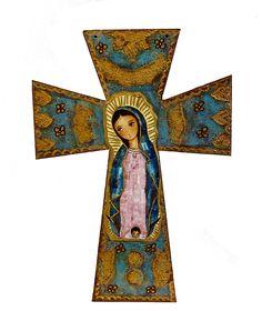 He creado esta obra de arte en una cruz de madera inspirado en los iconos religiosos antiguos. En el centro una imagen de una de mis pinturas originales Nuestra Señora de Guadalupe. El fondo tiene un interesante look vintage con espectaculares estertores. Uno de los tipos. Juego de medidas 13.25 x 19,5 x 1/4 de pulgada espesor abedul madera. Tiene 2 orificios en la parte superior para colgar.  Puedes ver los cruces más aquí:  http://www.etsy.com/shop/FlorLarios?section_id=7241287  Envío de…