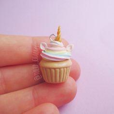 Bonito cupcakes unicornio de porcelana fría