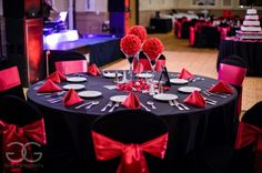 image of black and pink table decorations at grand bear resort http://corlisandmegangray.com