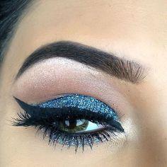 """""""Blue... I just love! @feliciaox @feliciaox @feliciaox ✨✨✨ #amazing #auroramakeup #anastasiabeverlyhills #beauty #beautiful #eyes #eyemakeup…"""""""