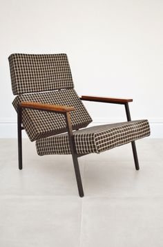 Martin Visser; #SZ33 Enameled Metal and Wood Lounge Chair for Spectrum, 1950s.