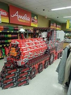 coke christmas displays at grocery store Drink Display, Pos Display, Product Display, Christmas Store Displays, Pallet Display, Coca Cola Christmas, Merchandising Displays, Retail Displays, Products