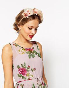 Image 1 of ASOS Blush Flower Hair Garland Robes Rose Pâle 9b55a07c7