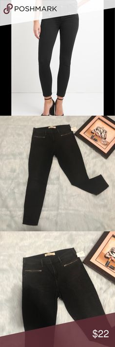 "👖Gap stretch true skinny ankle*NWT*👖 Black denim jeans with cute zipper pockets  Inseam 27"" Rise 10"" Sz 32/14 No trades ,offers welcome GAP Jeans Skinny"
