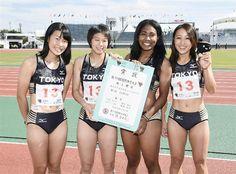 成年少年女子共通400メートルリレーで優勝し、写真に納まる東京の(左から)山内、福田、エドバー、藤森=北上総合運動公園陸上競技場 #陸上