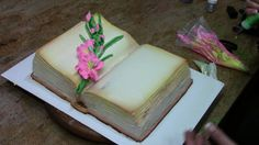 Liz demonstrates how to create a gladiola stem in buttercream on a book cake design. For the full tutorial version of this video click here: https://cakedeco...