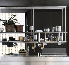 Find out more information about the design and the exclusive features of Arclinea: Convivium. Kitchen Cabinet Design, Kitchen Shelves, Modern Kitchen Design, Kitchen Interior, Küchen Design, Interior Design, Dirty Kitchen, Kitchen Modular, Ethnic Home Decor