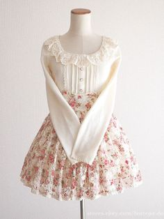 Looks a lot like the top I made for maid rinko, seems pretty doable! Kawaii Fashion, Lolita Fashion, Cute Fashion, Look Fashion, Vintage Fashion, Pretty Outfits, Pretty Dresses, Cool Outfits, Japanese Outfits