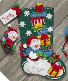 Bucilla Snowman With Presents ~ 18 Felt Christmas Stocking Kit Frosty Cute Christmas Stockings, Christmas Stocking Pattern, Christmas Baubles, Christmas Crafts, Felt Decorations, Christmas Decorations, Diy Broderie, Stained Glass Christmas, Applique Wall Hanging