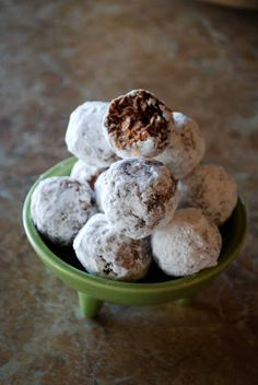 No Bake Oatmeal Cookie Balls - My Kitchen Escapades - this recipe is so simple and look fancy since they are rolled in powdered sugar.