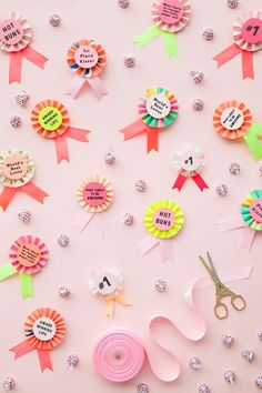 DIY Award Ribbon Valentines. Easy DIY Valentine's Day Gifts with /hersheycompany/'s new Cupcake KISSES Candy! Available only at /target/. #lovecupcakekisses #ad