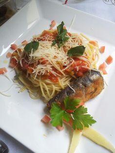 Spaghetti ao sugo com zuccini com sardinha