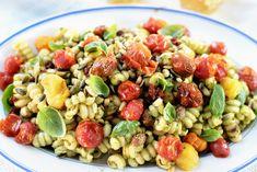 Pastasalat med både ovnsbakte- og soltørkede tomater Chorizo, Pesto, Nom Nom, Salads, Healthy, Ethnic Recipes, Food, Essen, Meals