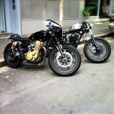 A deus yamaha sr400 and my sr500 behind it