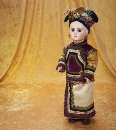 The Empress and the Child - Antique Dolls: 5 French Bisque Bebe Jumeau in Original Couturier Asian Costume and Headdress Oriental Style, Oriental Fashion, Antique Dolls, Vintage Dolls, Big And Beautiful, Beautiful Dolls, Doll Costume, Costumes, Chinese Opera