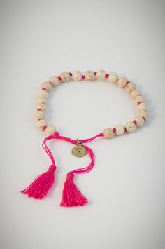 Pink bracelet with light coloured lucky stones. Lucky Stone, Light Colors, Tassel Necklace, Stones, Bracelets, Pink, Jewelry, Manualidades, Bangle Bracelets
