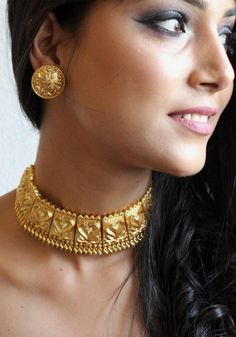 Deepika Padukone Gold Plated choker Necklace Set inspired by. - Deepika Padukone Gold Plated choker Necklace Set inspired by sabyasachi - Gold Chocker Necklace, Dainty Diamond Necklace, Gold Choker, Necklace Set, Chokers, Diamond Brooch, Gold Necklaces, Simple Necklace, Gold Bangles