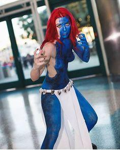 @kittyichiban in her gorgeous Mystique body paint! Damn!!!