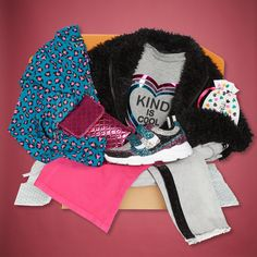 High-quality custom coordinated fashion boxes for girls, including exclusive shoes, at a great value! Only Pay for what you keep!