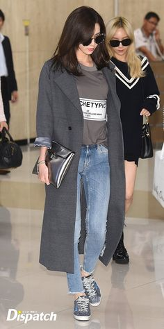 Girls' Generation's Yoona & Taeyeon (in the back)