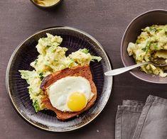 Leberkäse und Ei mit Wirsing-Kartoffel-Stampf Couscous, Pizza Salami, Risotto, Avocado Toast, Eggs, Breakfast, Recipes, Food, Czech Recipes