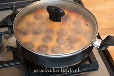 Stroganoff-pannetje met gehaktballetjes - Keuken♥Liefde A Food, Slow Cooker, Paleo, Meals, Ethnic Recipes, Desserts, Ovens, Mushroom, Hamburger Patties