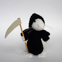 The Grim Squeaker, Death of Rats (Terry Prattchet) Ravelry: PlanetJune crochet designs