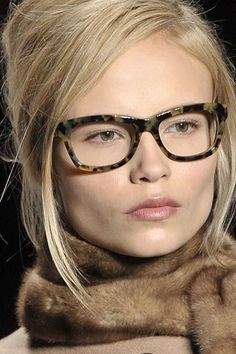Michael Kors OFF! Michael Kors Collection Fall 2008 Ready-to-Wear Fashion Show Details Cute Glasses, Girls With Glasses, Cat Eye Sunglasses, Sunglasses Women, Sunglasses Outlet, Sports Sunglasses, Oakley Sunglasses, Michael Kors Eyeglasses, Training Fitness