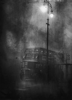 BUS IN THE FOG 1952 England. I remember 'pea soupers' before smokeless fuel came in