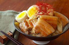 米といっしょに炊飯器に入れるだけ!ほっとくだけで旨みたっぷりな肉丼が完成する、簡単丼ぶりレシピまとめ - dressing (ドレッシング)