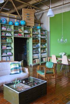 Casinha colorida: Para quem é descolado: salas de estar estilo loft