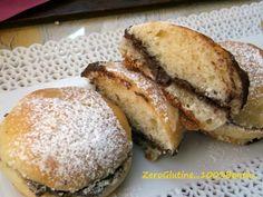 Buon Sabato Santo amici, oggi vi propongo una ricetta facile e veloce per dei panini dolci senza glutine ideali da farcire con nutella e portare in gita a