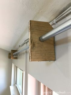 This easy tutorial for how to make a window cornice box is brilliant! Build a large wood valance in Wooden Window Valance, Box Valance, Wood Valances For Windows, Wooden Cornice, Cornice Box, Window Cornices, Valance Window Treatments, Wooden Windows, Valance Ideas