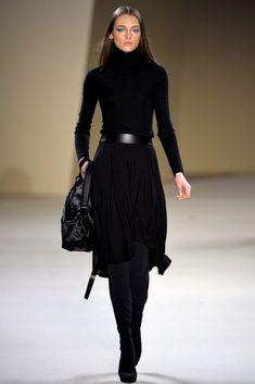 Classic fall fashion, all black fashion, classic chic, work fashion, autumn Mode Outfits, Fall Outfits, Fashion Outfits, Womens Fashion, Black Outfits, Skirt Outfits, Fashion Ideas, Mode Chic, Looks Chic