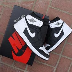 Find all Nike Air Jordan Releases & Restocks here Best Sneakers, Sneakers Fashion, Shoes Sneakers, Jordan Shoes Girls, Air Jordan Shoes, Nike Air Jordans, Kicks Shoes, Fresh Shoes, Hype Shoes