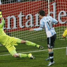 Argentina supera milagres de Ospina, vence e poderá pegar Brasil
