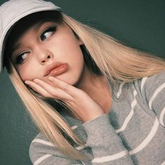 Fashion, wallpapers, quotes, celebrities and so much Selfies Poses, Tumblr Selfies, Girls Selfies, Girl Photo Poses, Girl Photography Poses, Girl Photos, Loren Grey, Cute Selfie Ideas, Tmblr Girl