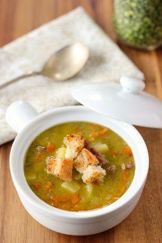 Домашний гороховый суп с ветчиной  Очень часто самые скромные блюда становятся настоящей классикой. Такие блюда могут показаться непритязательными, скучными и, возможно, слишком простыми, но что-то глубоко внутри нас часто стремится к простоте.  Во всяком слу�