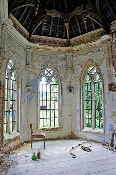 Abandoned: The chapel of an abandoned 18th century castle in Belgium, by Eluna Side/Flickr