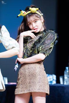 Seunghee oh my girl Kpop Girl Groups, Korean Girl Groups, Kpop Girls, Girls Channel, Kpop Girl Bands, Girls Twitter, Girl Pictures, Girl Pics, South Korean Girls