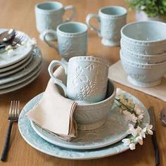 Farmhouse Dinnerware Sets, Dinnerware Ideas, Farmhouse Dinner Plates, Casual Dinnerware, Blue Dinnerware, Dish Sets, Backyard Projects, Cereal Bowls, Salad Plates